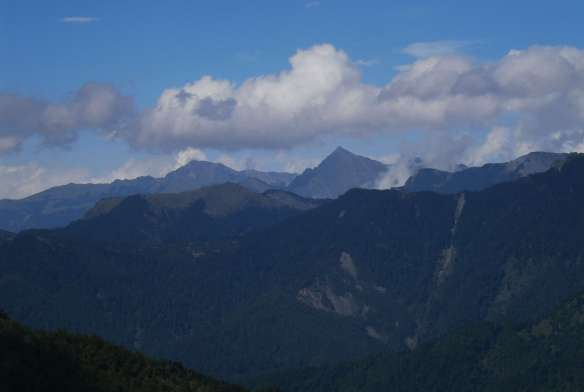 Zhongyangjian Shan, at right.  Nanhuda Shan is the broader peak to the left.